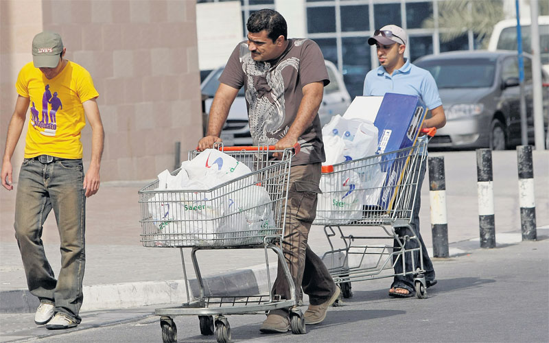 Ajman shops get time to switch plastic bags - Emirates24|7