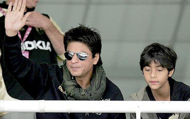 Doting dad Shah Rukh Khan postpones shoot for Aryan ...