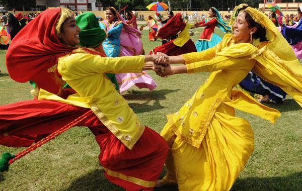 Indian students perform a Punjabi giddha dance at an Independence Day parade rehearsal at Guru Nanak stadium in Amritsar. (AFP)