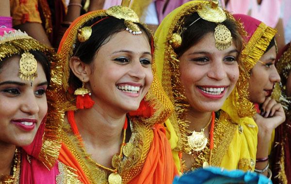 Indian students dressed as Punjabi giddha dancers attend an Independence Day parade rehearsal at Guru Nanak stadium in Amritsar. (AFP)