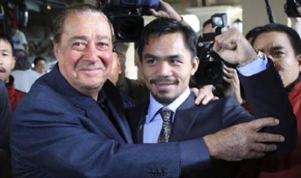 Manny Pacquiao (R) of Philippines poses with boxing promoter Bob Arum as he arrives at a resort in Las Vegas, Nevada. (REUTERS)