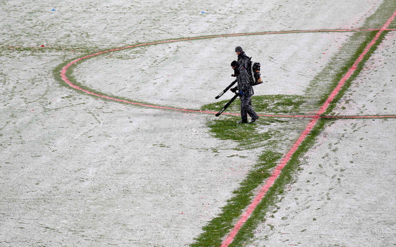 A worker removes snow from the pitch just before the French Ligue 1 soccer match was cancelled by the referee at Lille Metropole Stadium in Villeneuve d'Ascq December 4, 2010.  (REUTERS)