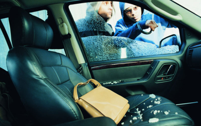 eight cars broken into in sharjah emirates 24 7. Black Bedroom Furniture Sets. Home Design Ideas