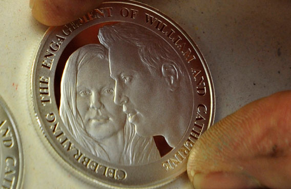 William and Kate get royal wedding coin - Emirates 24|7