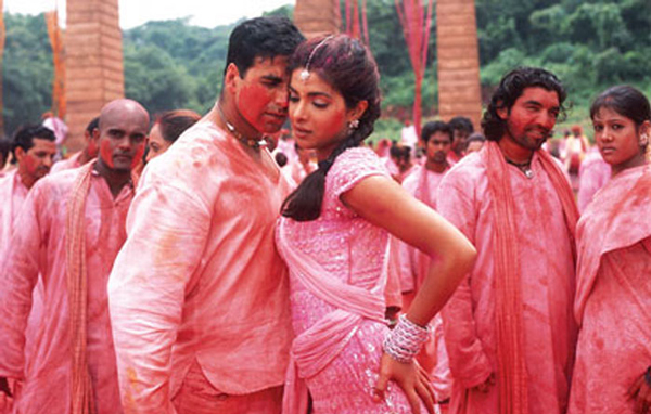 Akshay Kumar and Priyanka Chopra starred in a sizzling Holi track of their own with Let's Play Holi, in the film Waqt - A Race Against Time. (AGENCIES)
