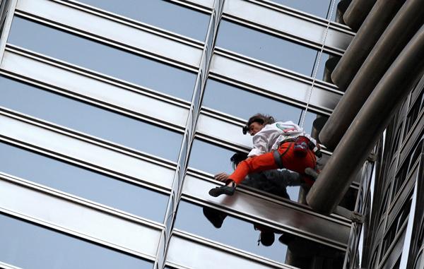 French climber Alain Robert scales the 828 meter World's tallest tower Burj Khalifa in Dubai. (AFP)