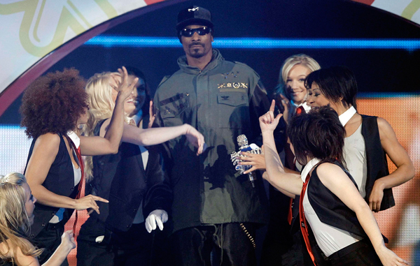 Snoop Dogg performs at Nickelodeon's 24th Annual Kids' Choice Awards. (AP)