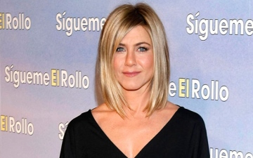 Photo: Jennifer Aniston obsessed with washing dishes