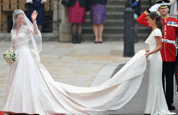 Catherine Middleton waves to the crowds as her sister and Maid of Honour Pippa Middleton holds her dress before walking in to the Abbey to attend the Royal Wedding of Prince William to Catherine Middleton at Westminster Abbey on April 29, 2011 in London, England. (GETTY/GALLO)