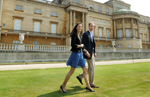 Prince William, Duke of Cambridge and Catherine, Duchess of Cambridge walk hand in hand from Buckingham Palace the day after their wedding to a waiting helicopter as they leave for a secret honeymoon location, on April 30, 2011 in London, England. The marriage of Prince William and Catherine Middleton was led by the Archbishop of Canterbury. (GETTY/GALLO)