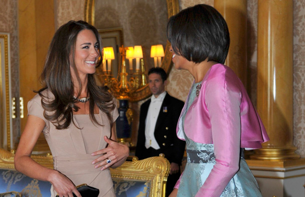 US First Lady Michelle Obama (R) meets with Catherine, Duchess of Cambridge at Buckingham Palace on May 24, 2011 in London, England. (GETTY/GALLO)