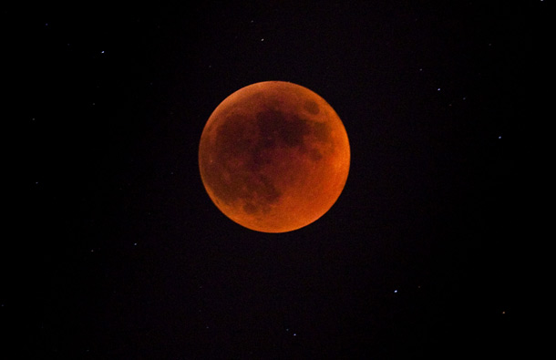 The longest lunar eclipse for a decade took place tonight. A lunar eclipse comes when the sun, Earth and moon line up and Earth's shadow falls on the moon. (GETTY/GALLO)