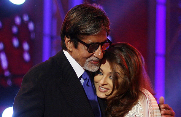 "Indian Bollywood actors Amitabh Bachchan (L) and Aishwarya Rai perform on stage during the ""Apsara Awards 2011"" ceremony in Mumbai. (AFP)"