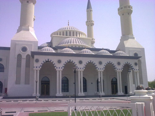 blue mosque in dubai This mosque is located in safa 2 area it was built in 1986 and renovated in 2003 and reconstructed in 2011 by al-habtoor group it is situated in a very quiet area which is surrounded by big big villas.