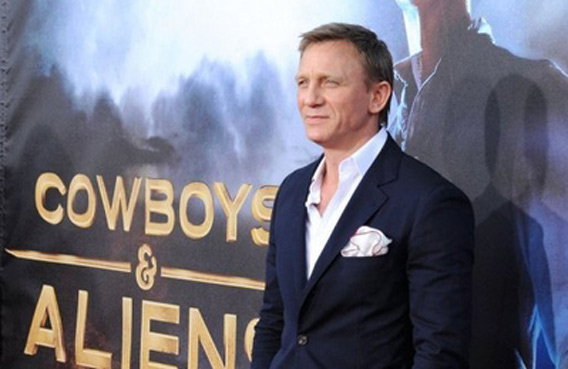 "Actor Daniel Craig attends the premiere of Universal Pictures' ""Cowboys & Aliens"" during Comic-Con 2011 at San Diego Civic Theatre in San Diego, California. In an unusual matchup, big-budget Hollywood action thriller ""Cowboys & Aliens"" shared the top box office spot this weekend with kid animation ""The Smurfs,"" industry estimates showed. (AFP)"