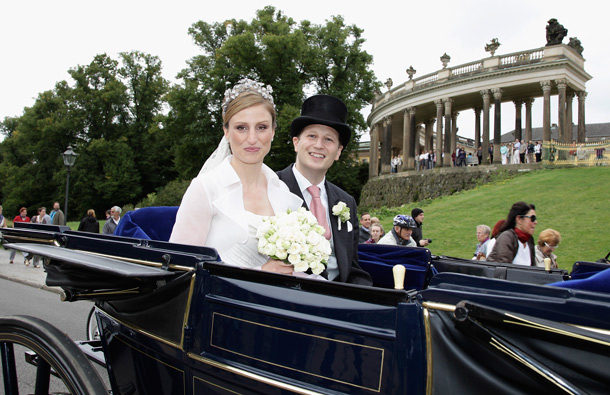 Georg Friedrich Ferdinand Prince of Prussia and Princess Sophie of Prussia smile during their ride in a historical carriage after the religious wedding ceremony in the Friedenskirche Potsdam on August 27, 2011 in Potsdam, Germany. (GETTY/GALLO)