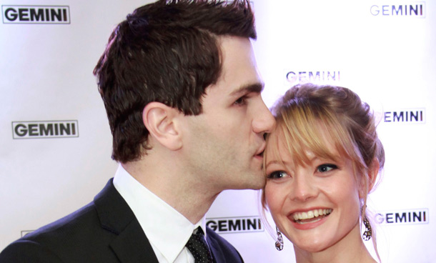 Actor Sam Witwer kisses his girlfriend Sarah Allen as they pose on the red carpet at the 26th Gemini Awards in Toronto September 7, 2011. (REUTERS)