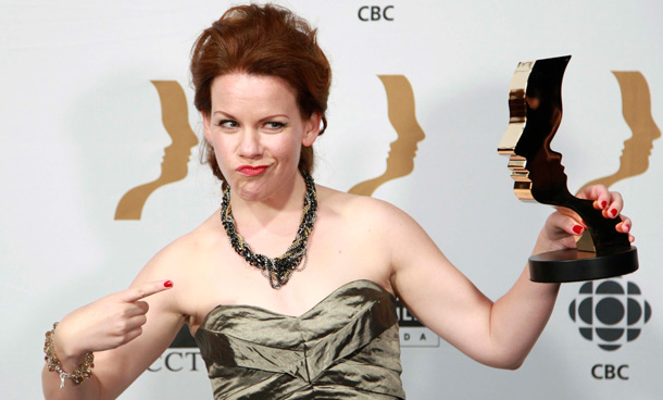 """Actress Tracy Dawson poses for a photo with her award for best performance by an actress in a continuing leading comedic role for """"Call Me Fitz"""" at the 26th Gemini Awards in Toronto September 7, 2011. (REUTERS)"""