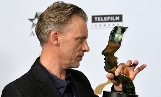 Actor Callum Keith Rennie from 'Shattered' holds his award for best performance by an actor in a continuing leading dramatic role at the 26th Gemini Awards in Toronto September 7, 2011. (REUTERS)
