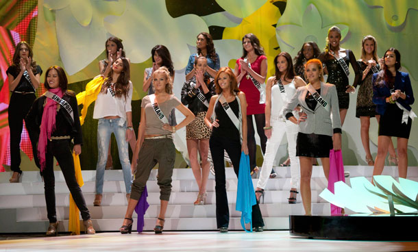 Miss Universe 2011 contestants perform during a rehearsal in Sao Paulo September 9, 2011. The contestants are in Sao Paulo for the 2011 Miss Universe pageant which will be held on September 12. (REUTERS)