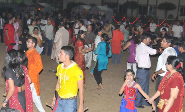 Indian expats in the UAE dance to the tunes of Sa Re Ga Ma Pa singers during the Zee Navratri Utsav held at The Indian High School, Dubai. (SUPPLIED)