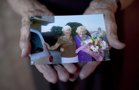 100-year-old Minka Disbrow shows a photo of her, right, and her daughter Ruth Lee taken the day they first reunited in 2006, during an interview with the Associated Press in San Clemente, Calif. (AP)