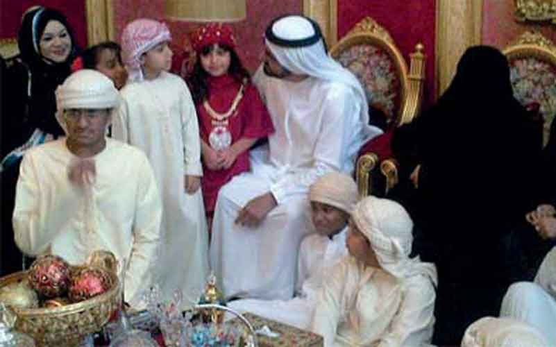 Sheikh Mohammed with Umm Abdullah's family (EMARAT AL YOUM)