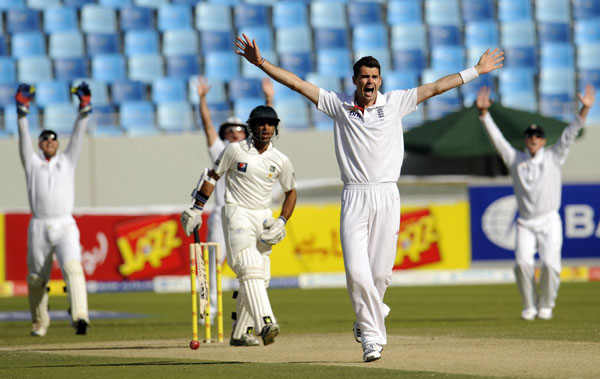 England's James Anderson (2nd R) appeals without success for the wicket of Pakistan's Taufeeq Umar (centre) during the first cricket test match at Dubai International cricket stadium in the United Arab Emirates January 18, 2012. (REUTERS)