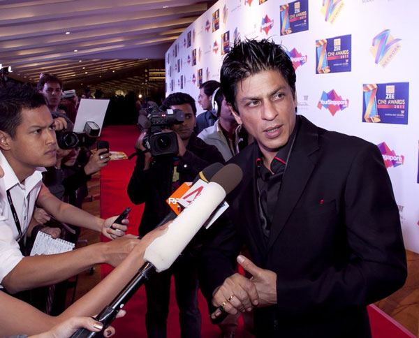 Shah Rukh Khan at the red carpet of Zee Cine Awards. (FILE)