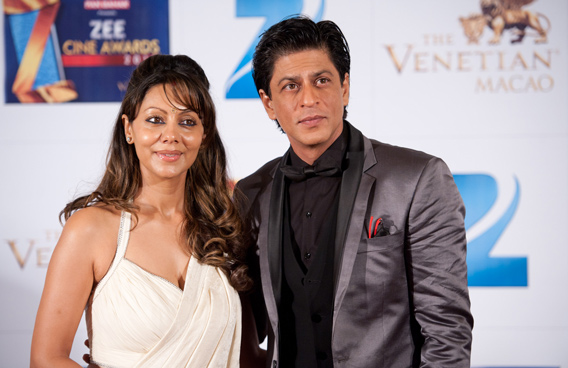 Indian actor Shah Rukh Khan and his wife Gauri Khan attends red carpet during the Zee Cine Awards 2012 ceremony at The Venetian Macao-Resort-Hotel. (GETTY/GALLO)