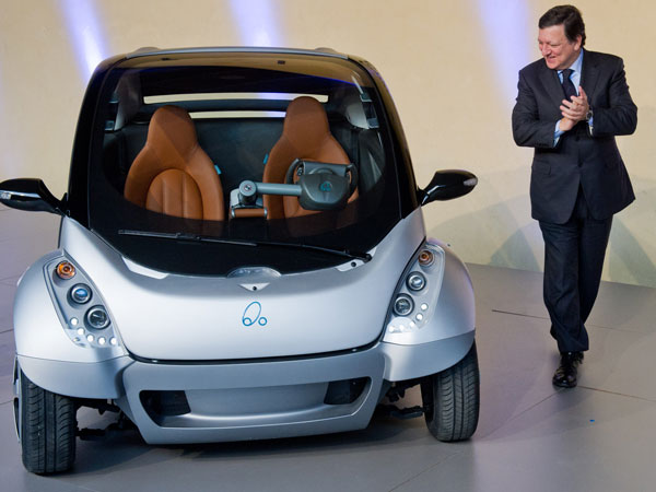 EU Commission President Jose Manuel Barroso looks at the first prototype of the HIRIKO electric car, during the global launch of Hiriko Driving Mobility at the EU Commssion headquarters on January 24, 2012 in Brussels, Belgium. (GETTY)