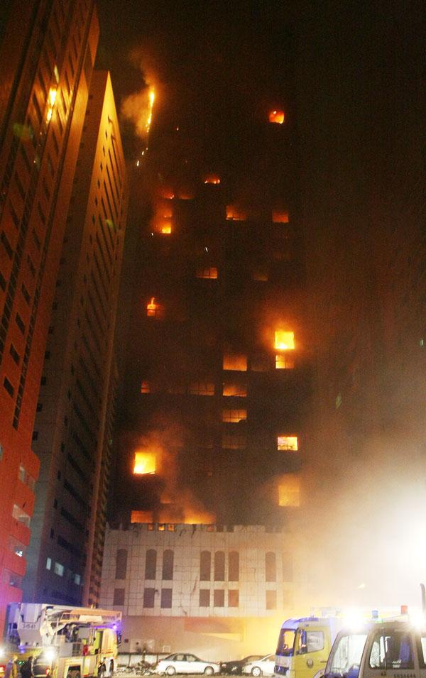 Al Bakar 'A' Tower on fire (Chandra Balan)