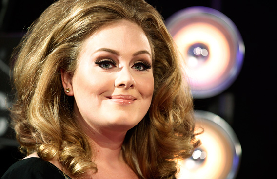 British singer Adele poses on arrival at the 2011 MTV Video Music Awards in Los Angeles. (REUTERS)