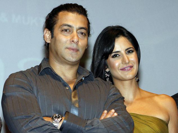 Indian Bollywood actor Salman Khan (L) and actress Katrina Kaif pose for a photograph during a publicity event in Mumbai on November 17, 2008. (AFP)
