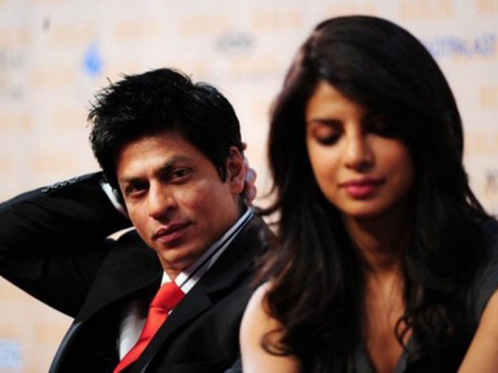 Indian Bollywood actors Shah Rukh Khan (L) and Priyanka Chopra attend a press conference on the shooting of their movie 'DON-2' on October 22, 2010 in Berlin. (AFP)