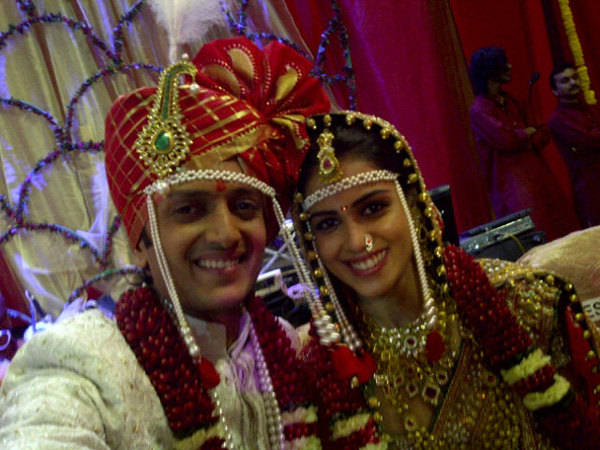 Riteish Deshmukh with his newly wedded wife Genelia D'souza. (Pic: Twitter)