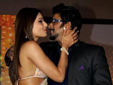 Bipasha Basu with Madhavan at a promo of their movie. (AFP)