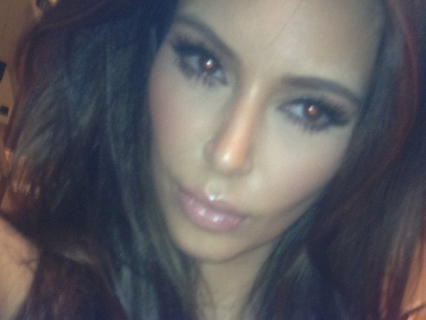 Kim Kardashian post a picture on Twitter.
