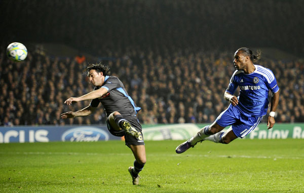 Chelsea's Didier Drogba (R) scores past Napoli's Salvatore Aronica during their Champions League soccer match at Stamford Bridge in London March 14, 2012. (REUTERS)