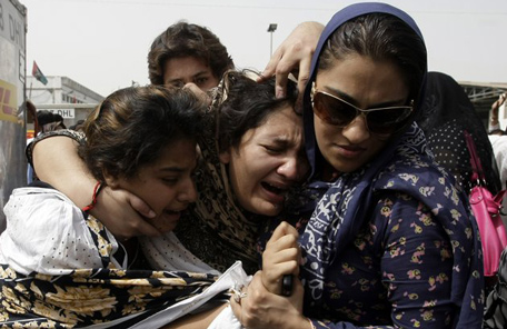 Family members of Pakistani acid attack victim Fakhra Younnus, mourn her death at Karachi airport in Pakistan. (AP)