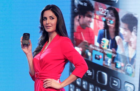 Bollywood actress Katrina Kaif poses with the newly launched BlackBerry Curve 9220 smartphone in New Delhi April 18, 2012. (REUTERS)