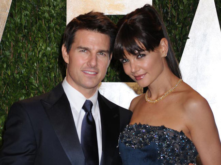 Tom Cruise tries to wo...