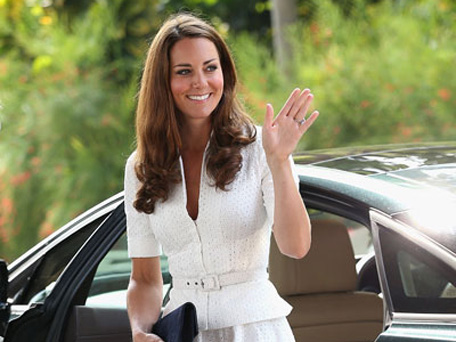 Catherine, Duchess of Cambridge, arrive at Gardens by the Bay in Singapore. (REUTERS)