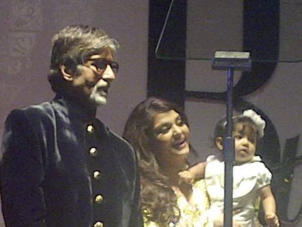 Aaradhya Bachchan in the spotlight along with grandfather Amitabh Bachchan and mom Aishwarya Rai Bachchan. (Image courtesy Twitter via Pinkvilla)
