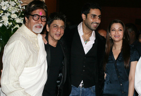 (From left to right) Bollywood actor Amitabh Bachchan along with Shah Rukh Khan, son Abhishek Bachhchan and daughter-in-law Aishwarya Rai Bachchan. (GETTY)