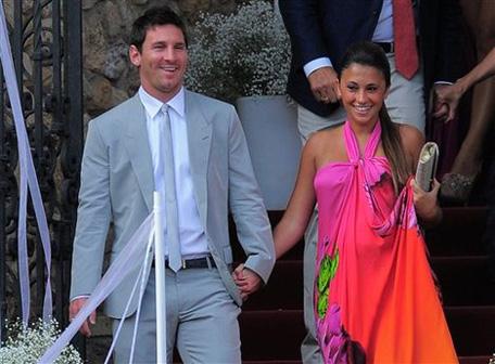 Lionel Messi and girlfriend Antonella Rocuzzo. (AP)