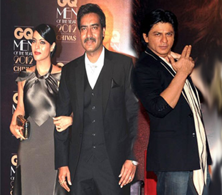 Shah Rukh Khan R Pose During A Promotional Event For The Forthcoming Hindi Film Jab Tak