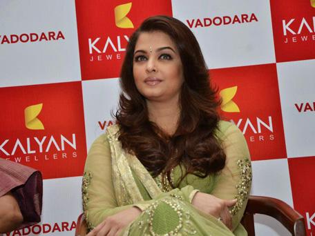 Aishwarya Rai Bachchan inaugurating Kalyan jewellers showroom. (Facebook)