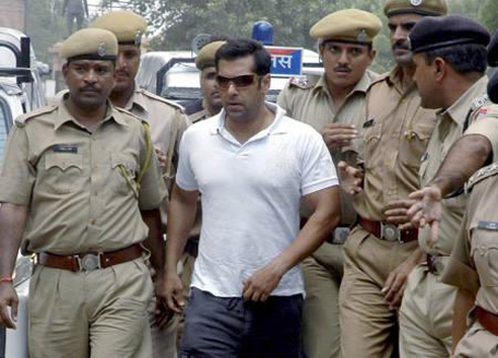 (FILE) Salman Khan (C) is surrounded by police personnel on his way to the court in Jodhpur August 25, 2007. Khan was arrested by police on Saturday and sent to jail after a court rejected his appeal against a five-year sentence for shooting endangered gazelles. (REUTERS)