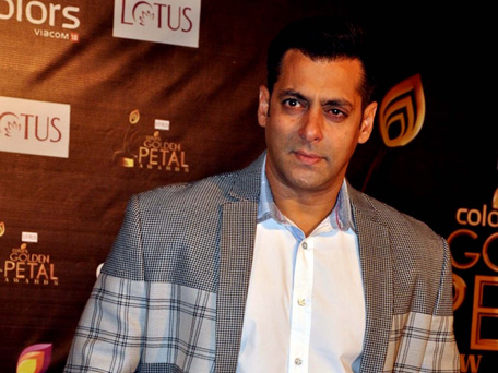 Indian Bollywood actor Salman Khan poses as he attends the 'Colors Golden Petal Awards' ceremony in Mumbai late December 3, 2012. (AFP)
